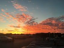 Sol som kysser himlen arkivfoton