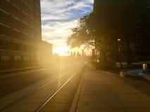 Sol som skiner bak Philadelphia från Camden Royaltyfri Foto