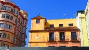Sol som skiner på gammal Malaga byggnad arkivbild