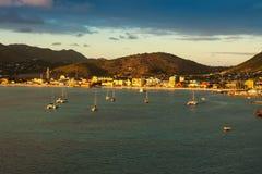 Sol som ställer in över St Maarten Arkivfoton