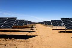sol- ström för energilantgårdpanel Arkivbilder