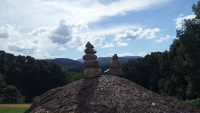 Sol surpreendente da pilha da rocha que repica aonde a identificação esteja um pouco Fotografia de Stock Royalty Free
