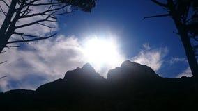 Sol till och med moln Arkivbilder