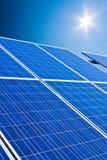 sol- växtström för alternativ energi Arkivbilder