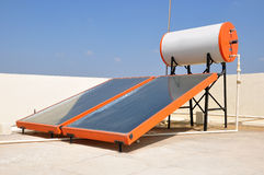 Sol- vattenvärmeapparat Fotografering för Bildbyråer