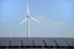 sol- wind för energiväxt Arkivfoto