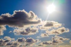 Sol y cielos fuertes Fotografía de archivo libre de regalías