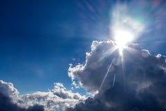 Sol y cielos fuertes Imagen de archivo libre de regalías