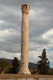 Sola columna griega fotos de archivo