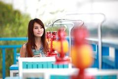 Sola mujer joven asiática foto de archivo