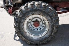 Sola rueda del vehículo todo terreno Imagenes de archivo