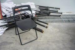 Sola silla plegable negra del metal para la reclinación del capataz Fotos de archivo