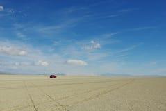 Solamente en el desierto negro de la roca Foto de archivo