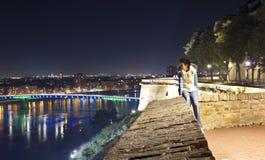 Solamente en la ciudad en la noche fotografía de archivo