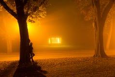 Solamente en un parque imagenes de archivo