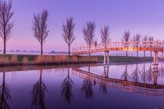Solamente en un puente del canal Imágenes de archivo libres de regalías