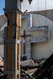 Solamente iglesia derecha cruzada destruida Imágenes de archivo libres de regalías