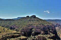 Solankowy Rzeczny jar wśród Białej Halnej Apache Indiańskiej rezerwaci, Arizona, Stany Zjednoczone obrazy royalty free