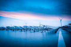 Solar e energias eólicas no mau tempo Fotos de Stock Royalty Free