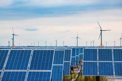 Solar e energias eólicas no plano de lama Fotografia de Stock