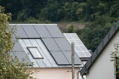 Free Solar Panels On Roof Of Family House Royalty Free Stock Images - 160270599
