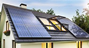 Free Solar Panels On The Roof Of The Modern House Stock Images - 134182424