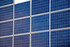 Solar-panls auf der Wand Stockfotos