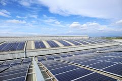 Free Solar PV Rooftop On Curve Roof Under Beautiful Sky Royalty Free Stock Photography - 161063647