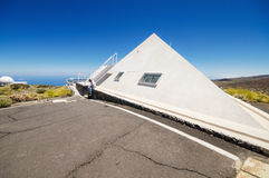 Solar-tesescope am 7. Juli 2015 in astronomischem Observatorium Teide, Teneriffa, Kanarische Insel, Spanien Stockfotos