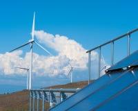 Solar y energía eólica Fotos de archivo libres de regalías