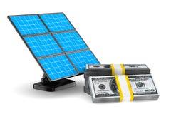 Solarbatterie und Bargeld auf weißem Hintergrund Lizenzfreies Stockfoto