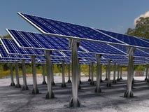 Solarbauernhof mit Sonnenkollektoren Stockfoto