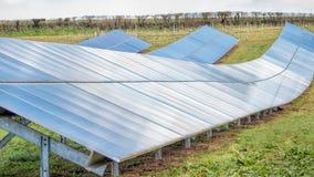 Solarbauernhof Sonnenkollektoren, stützbar, erneuerbare Energie stockfotos