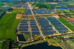 Solarbauernhofsonnenkollektoren Stockfotografie