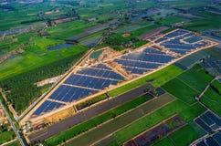 Solarbauernhofsonnenkollektoren Stockfotos