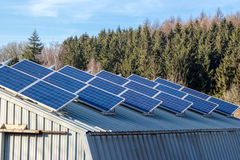Solare-cellule sul granaio Fotografie Stock Libere da Diritti