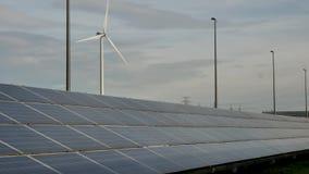 Solarenergie bei der Arbeit stock footage