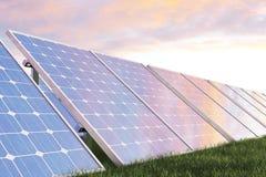 Solarenergie-Generationstechnologie der Illustration 3D Alternative Energie Solarbatteriefeldmodule mit szenischem Sonnenuntergan Stockfotografie