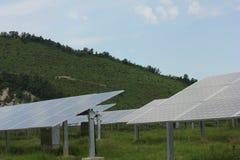 Solarenergie, Sonnenkollektoren, erneuerbare Energiequellen Stockbild