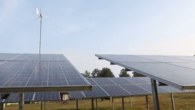 Solarenergieplatten stock video