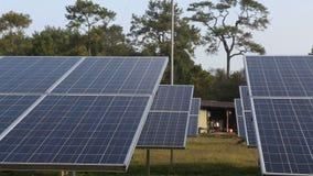 Solarenergieplatten stock footage