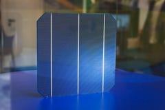 一个细胞的细节太阳电池板的在Solarexpo 2014年在米兰,意大利 免版税图库摄影