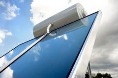 Solarheizsystem auf dem Dach Stockbild