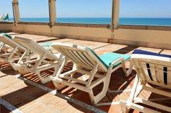 Solarium, amache, hotel della spiaggia Immagine Stock Libera da Diritti