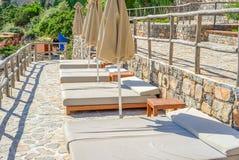 Solarium en la terraza en la isla de Creta, Grecia Fotografía de archivo