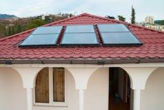 SolarwasserHeizsystem. lizenzfreie stockbilder