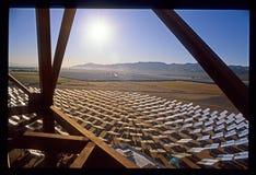 Solarwerkskonstruktion in der Kalifornien-Mojave-Wüste Lizenzfreie Stockbilder