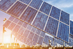 Solarzellen oder Sonnenkollektoren Stockfotos
