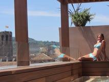 Solbada på terrassen Royaltyfria Bilder
