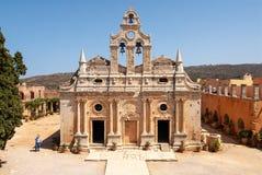 Solbelyst kyrka av kloster Arkadi arkivbild